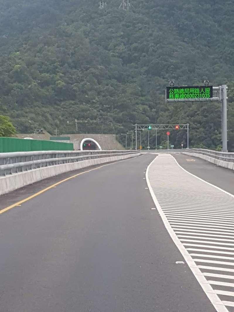 公路總局第四區養護工程處目前已積極研議蘇花改隧道群連假期間大客車行駛外側車道之評估