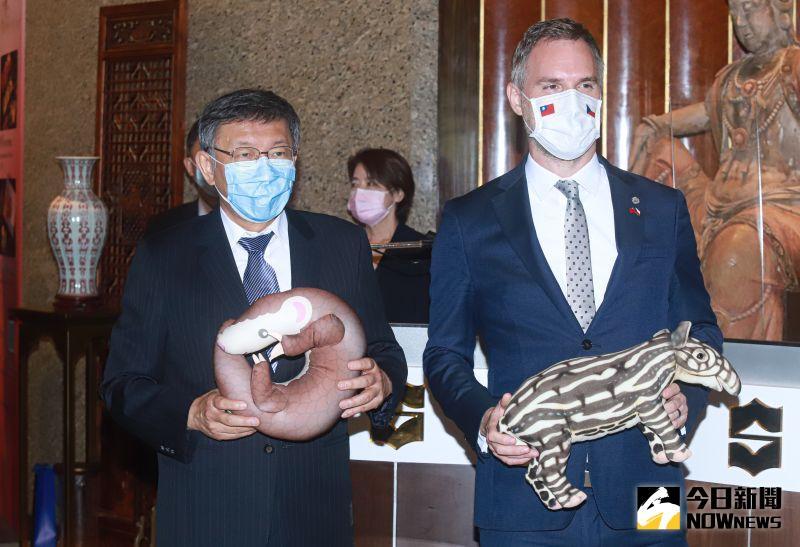 柯文哲和捷克「最帥市長」見面傳喜訊 馬來貘將生小寶寶