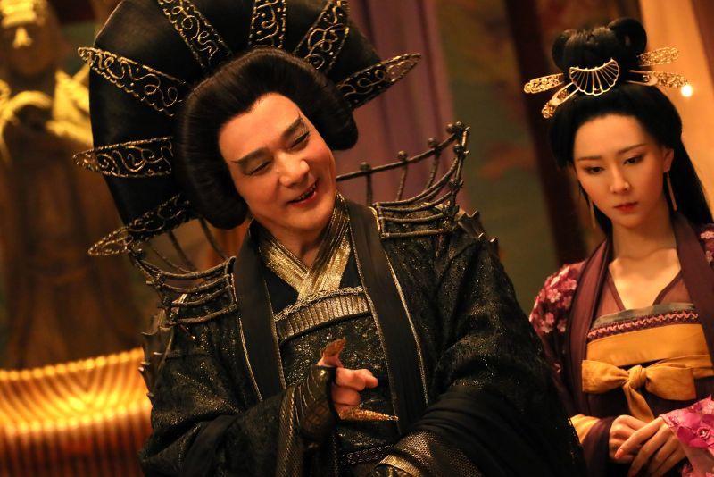 ▲徐少強(左)扮演黑山老妖。(圖/車庫)
