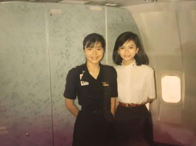 ▲女網友PO出媽媽和同事的照片。(圖/翻攝自《Dcard》)