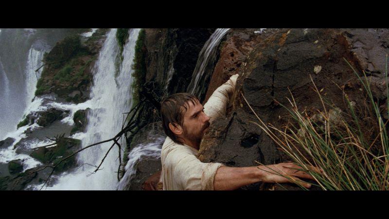 強風侵襲好危險!傑瑞米艾朗徒手攀爬60公尺瀑布