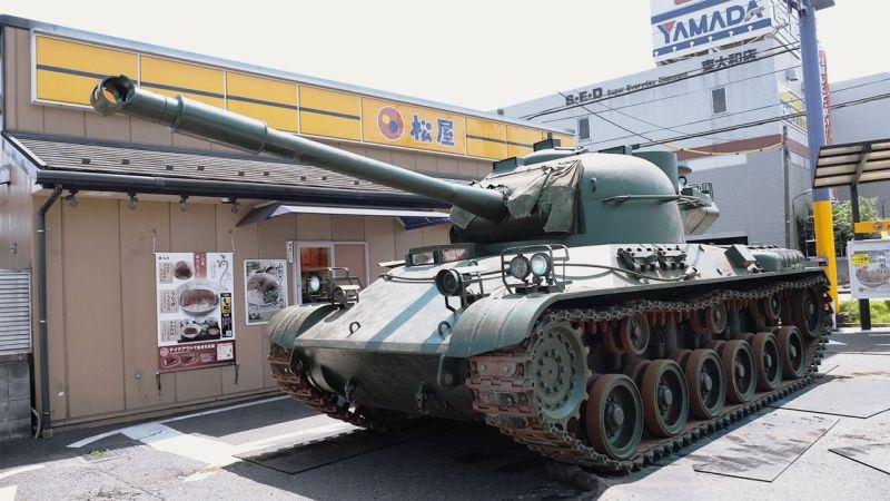 開戰車去得來速取餐 日本路人嚇呆:真的戰車?