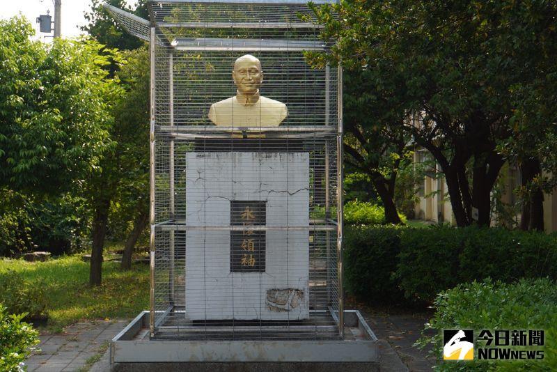 囚禁蔣公銅像