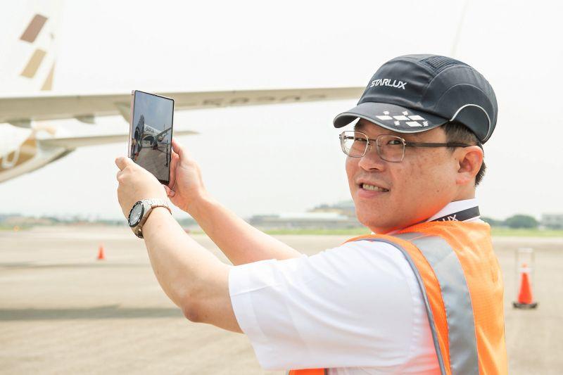▲星宇航空董事長張國煒透露,自己就是三星手機的「粉」,每每有新手機上市都會想趕緊入手。(圖/三星電子提供)