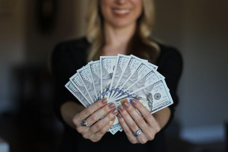 男年薪450萬!他嘆老婆用錢「神觀念」 網傻愣:很夠了