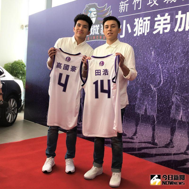 ▲P.League+新職籃聯盟新軍新竹攻城獅9日舉行記者會,宣布旅外好手高國豪(左)和田浩正式加盟。(圖/鍾東穎攝