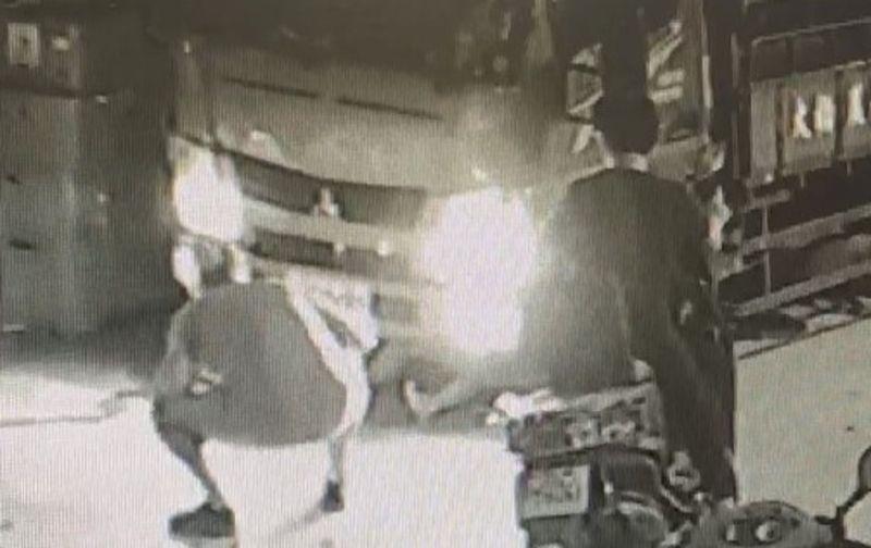 倒車未注意撞倒老婦 驚見「貨車下怎麼有一雙腿」