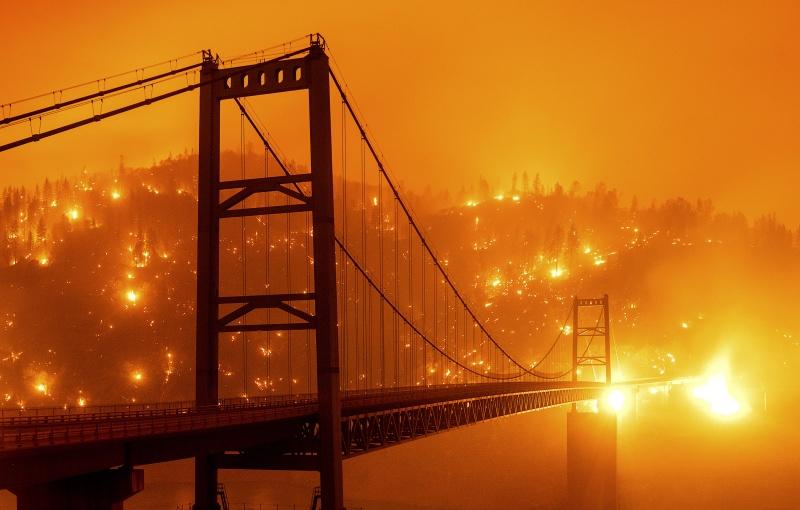 加州野火燒紅整片天空!專家曝「難解原因」:10月恐更慘