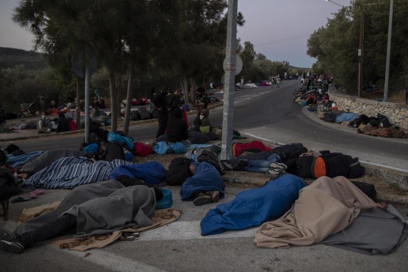 疑不滿隔離政策縱火!<b>希臘</b>難民營數千人流離失所
