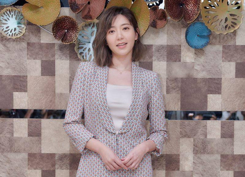 ▲郭雪芙飾演全店最年輕的酒店小姐。(圖