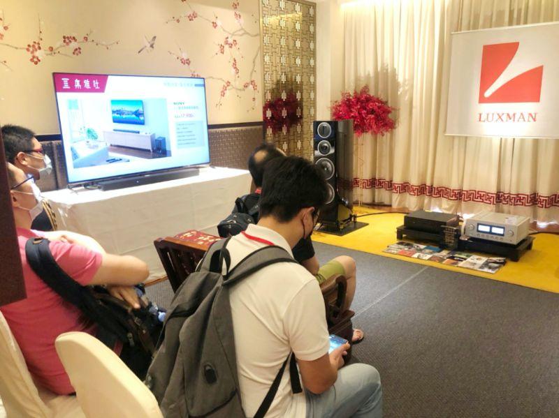 ▲現場除了展示音響、喇叭,還展示SONY最新4K智慧電視,提供給消費者家庭劇院絕搭組合。(圖/記者鄭志宏攝)
