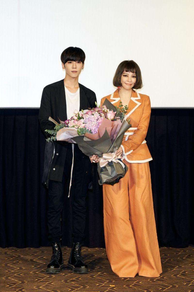 ▲畢書盡(左)親自替偶像徐若瑄站台(右)。(圖/索尼音樂提供)