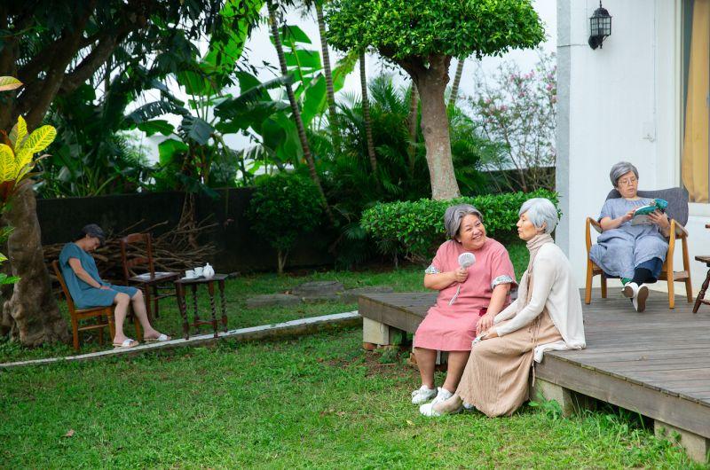 七姐妹溫馨相聚 鍾欣凌滿頭白髮蒼老模樣曝光