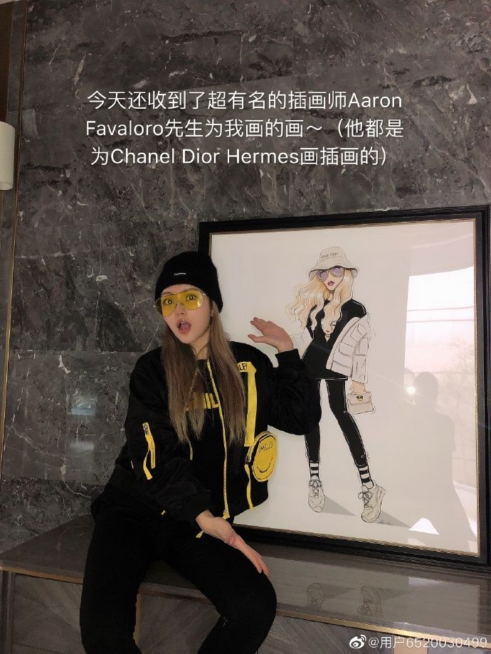 ▲周揚青收到知名畫家替她設計的作品。(圖/周揚青私人微博)