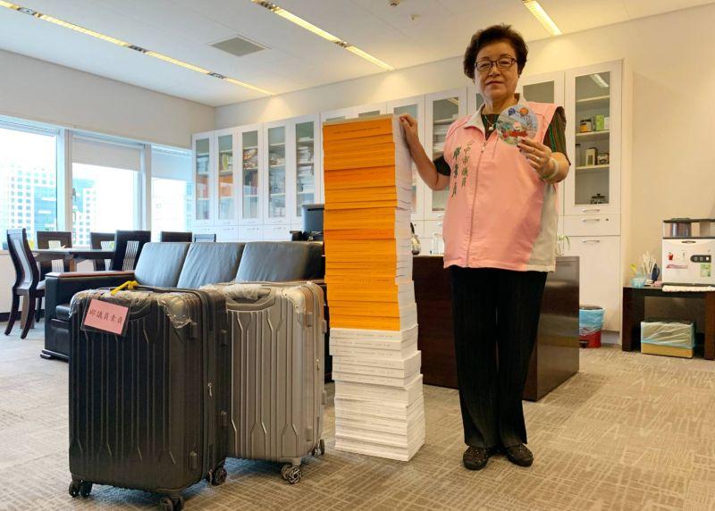 中市府預算書堆疊高128公分 議員建議E化
