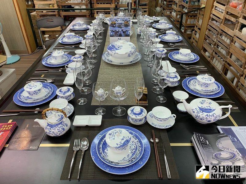 ▲呂兆炘表示,台灣在國際間的117個外館,招待外賓使用的餐具,也一律由台華窯所提供。(圖/記者康子仁攝)