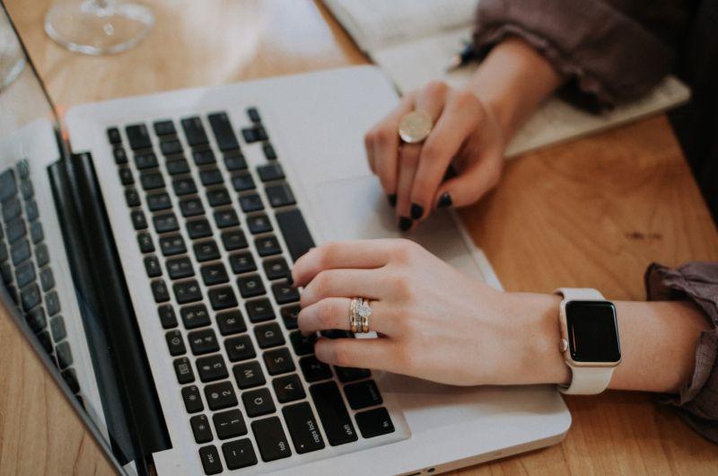 ▲女網友感嘆「找不到工作」,非常焦慮。(示意圖,圖中人物與文章中內容無關/取自unsplash)
