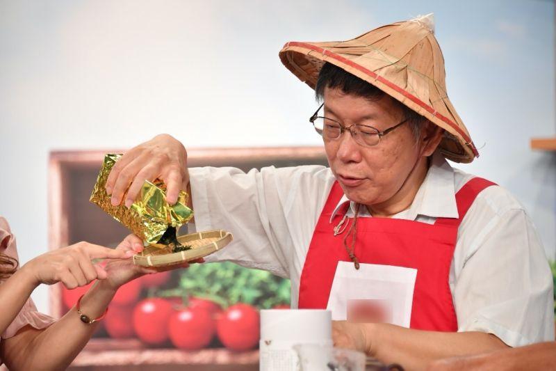 台北市長柯文哲15日下午,參與電視購物節目台北茶葉推廣活動。會後接受媒體訪問時,被問到卡神楊蕙如直指柯團隊內有政治蟑螂一事,僅反嗆卡神不敢出來對質。