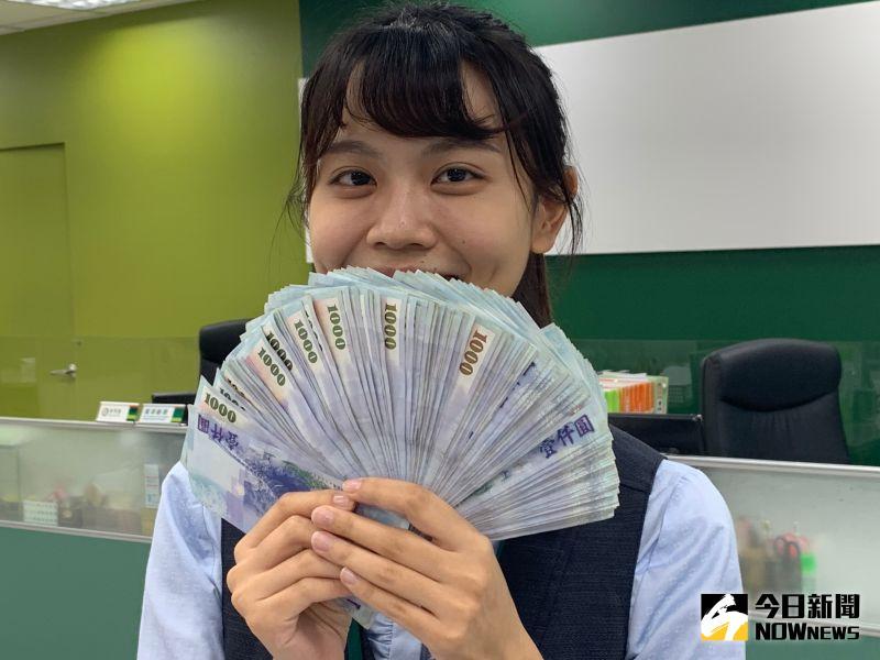 ▲新台幣兌美元早盤狂升近2角。(圖/記者顏真真攝)