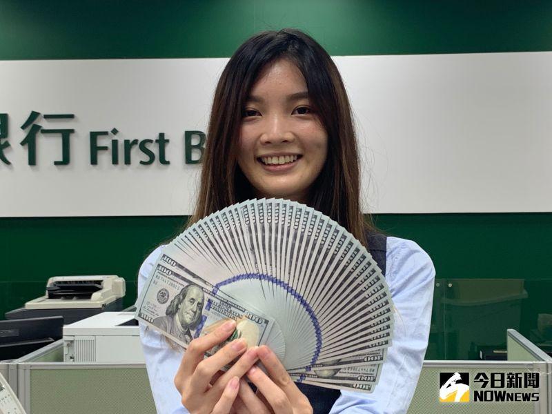 新台幣攻上「彭淮南防線」 早盤一度來到28.492元