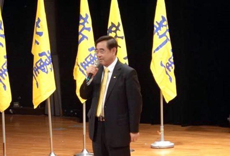 新黨三人16日搭機前往中國大陸出席海峽論壇,黨主席吳成典遺憾國民黨不敢去是因小失大。(圖/新黨提供)