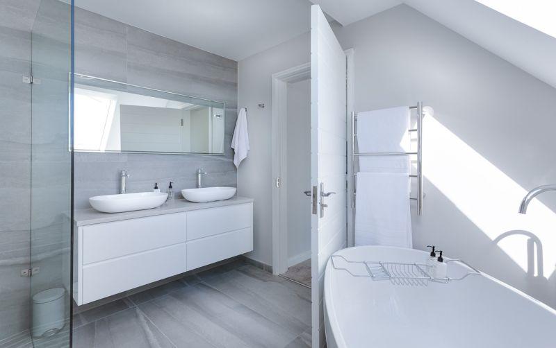 ▲一名網友在PTT分享曾在浴室滑倒的經驗,因為撞到「一處」當下斷片長達60秒,貼文曝光引發網友熱議。(示意圖/翻攝自Pixabay)