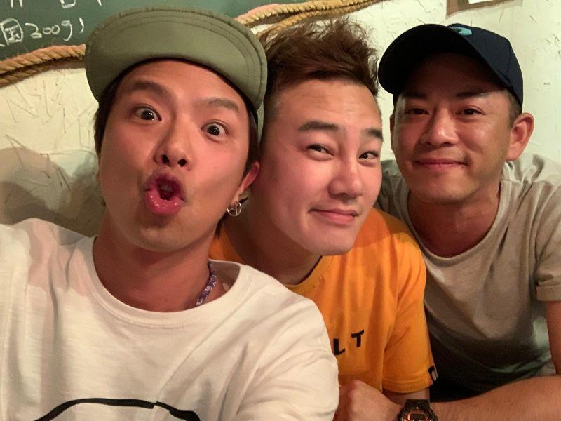 ▲Junior(左起)、綠茶、小鬼兄弟情延續20年。(圖/Junior臉書)
