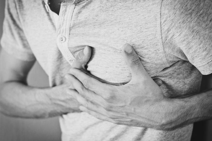 ▲網友好奇提問,心肌梗塞如何自救,熱心的救護人員也分享自身經驗。(示意圖/翻攝自《pixabay》 )