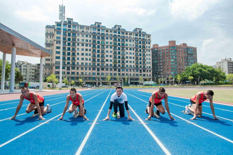 新竹市立田徑場全新亮相 藍色跑道獲國家認證好吸睛