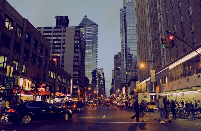 ▲網友騎車右轉遭員警攔下,劈頭直呼「紅燈右轉」。(示意圖/翻攝自《pixabay》 )