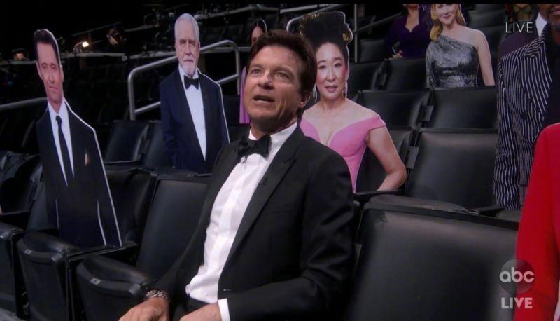 ▲頒獎現場只有傑森貝特曼(如圖)現身支持吉米金摩,其他明星都以紙牌替代。(圖/翻攝abc電視台)