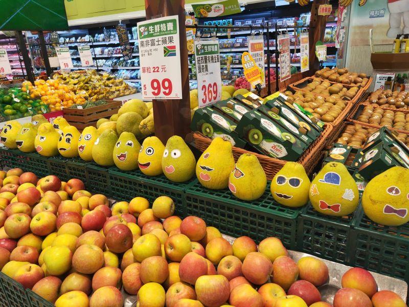 ▲不少網友也分享了在其他全聯看見的彩繪柚子。(圖/翻攝我愛全聯-好物老實説臉書)