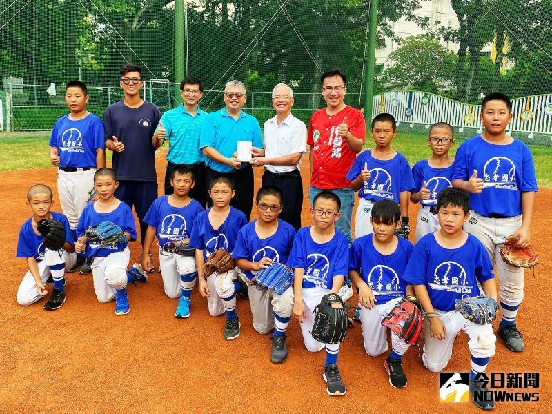 力挺基層棒球 林智鴻募集民間資源助忠孝國小棒球隊