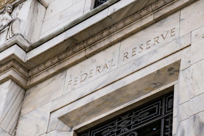 聯準會宣示維持近0利率 快跟著資金行情存基金