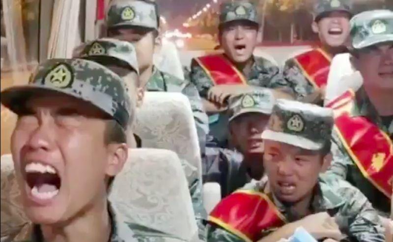解放軍爆哭被送中印邊界?中國網友:唱那歌應該是回老家