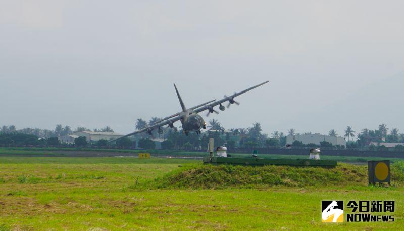 輾壓共軍運8!空軍C-130運輸機秀空中運動性能