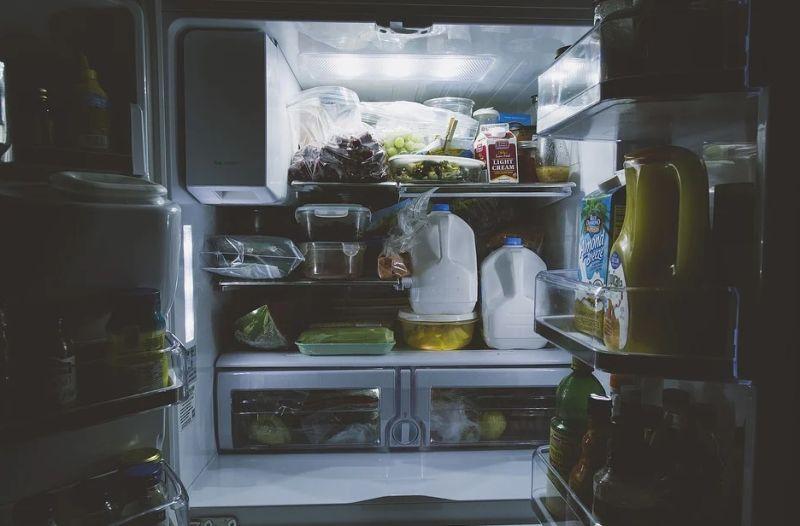 ▲ 網友從阿嬤的冰箱,挖出一包水餃,吃完才發覺早已過期。(示意圖/翻攝自《pixabay》 )