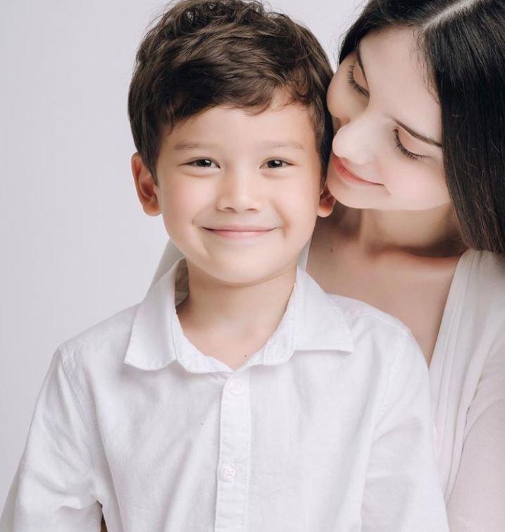 ▲Sarah和孩子合影。(圖/翻攝自IG)