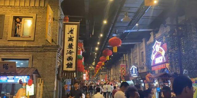 ▲網友認為,中國老街狠甩台灣老街。(圖/翻攝自《PTT》