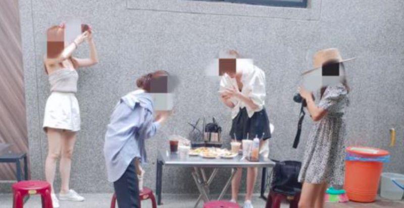 吃蛋餅遇4正妹圍觀拍照!男愣「誰在拍我」 真相全笑翻