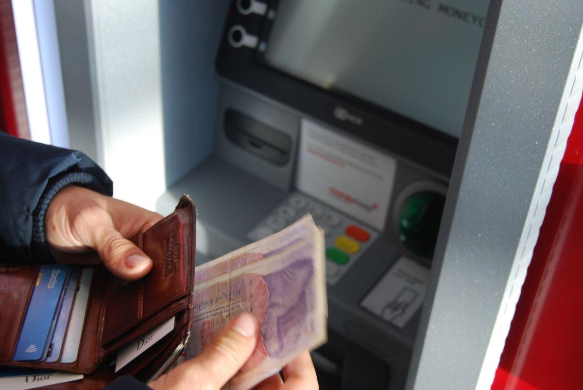 ▲在台灣隨處都有超商、銀行設置的ATM(自動櫃員機),民眾想要領錢都相當方便。(示意圖/取自unsplash)