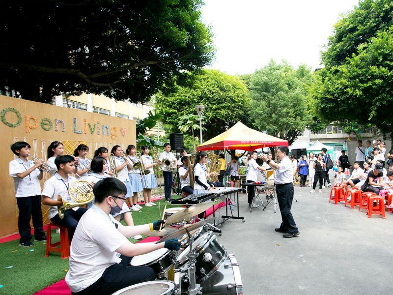▲當天享.再一起生活節還邀請諸多團體帶來音樂表演,當地居民都相當捧場。(圖/品牌提供)