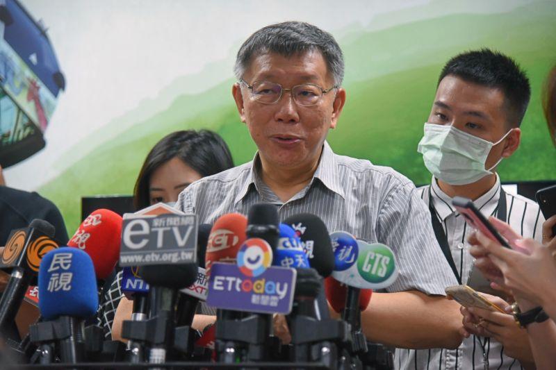 台北市長柯文哲24日接受媒體訪問時,針對內湖非法安養中心大火一事,表示「公私應當協力,不能所有事都靠政府」。