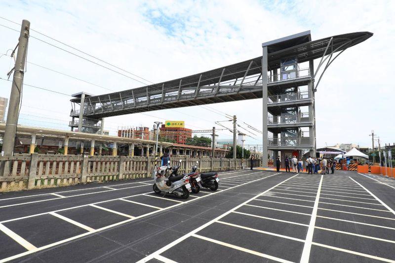 大甲火車站人行跨越橋完成 前、後站通行無阻