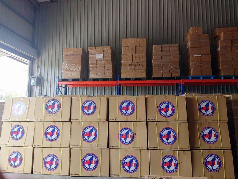 ▲屏東縣政府捐贈秘魯的防護箱。(圖/屏東縣政府提供