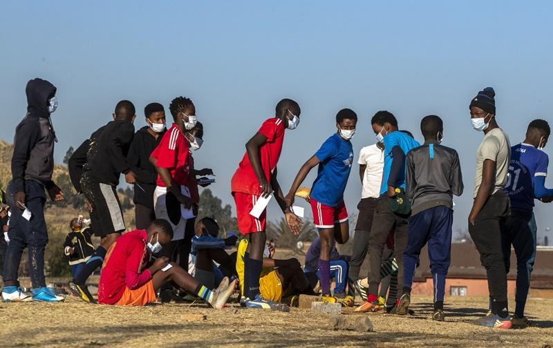 ▲世衛的專家指出,非洲大陸可能有逾 8 成新冠病患是無症狀感染者。圖為近日南非。(圖/美聯社/達志影像)