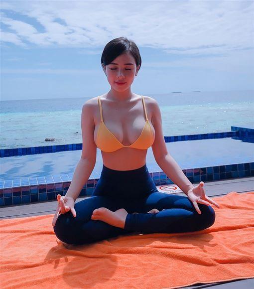 ▲她還經常分享健身照片、做瑜珈照片、日常生活和業配文,生活感覺十分豐富充實。(圖/翻攝自IG)