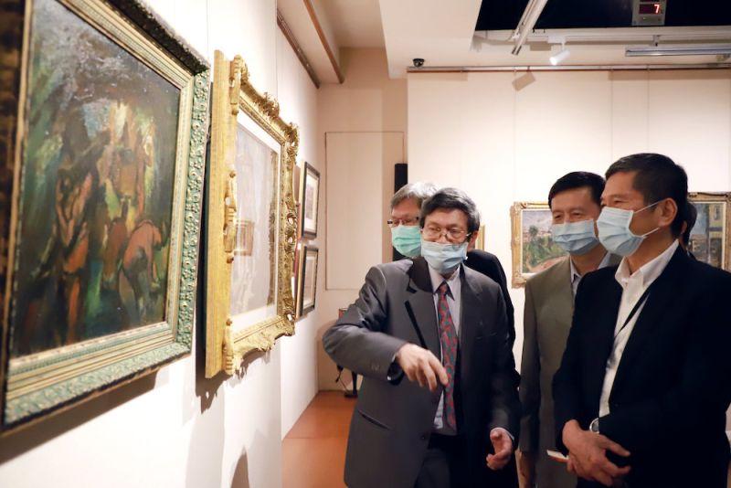 ▲此次展品中的洪瑞麟作品《煤礦坑》,是去年美國爾灣順天美術館捐贈文化部作品之一,亦是該作品回台後的首次展出。(圖/文化部提供)