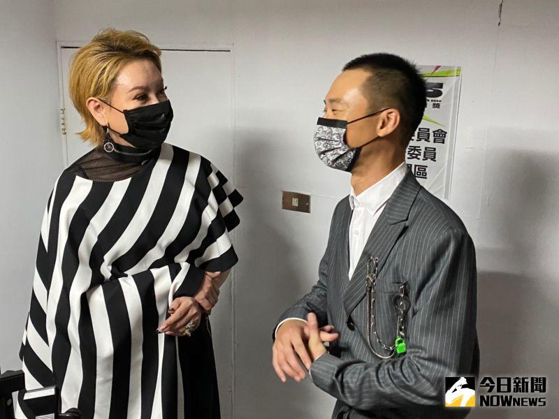 ▲綜藝總召陳亞蘭(左)解釋浩子得獎原因。(圖/NOWnews影像中心)