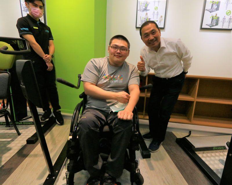 ▲柔道選手的黃楷倫(左)與心北市長侯友宜。(圖/官方提供)